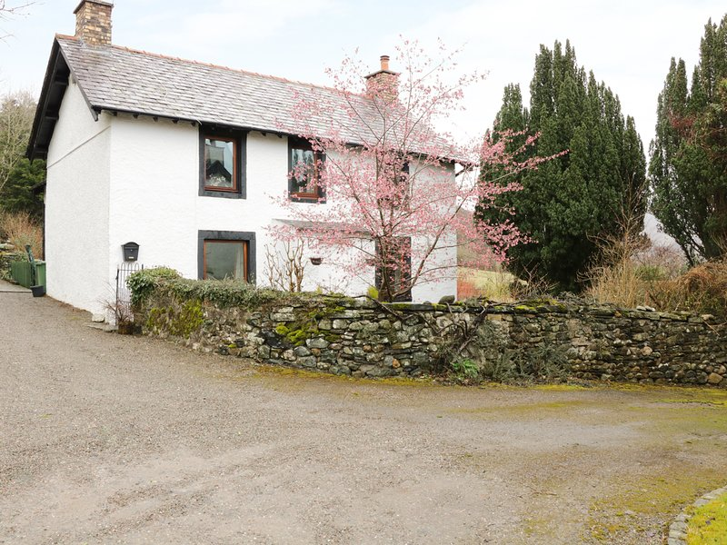 LOW KILN HILL, large property, fell views, pets welcome, garden. Ref:972283, holiday rental in Boltongate