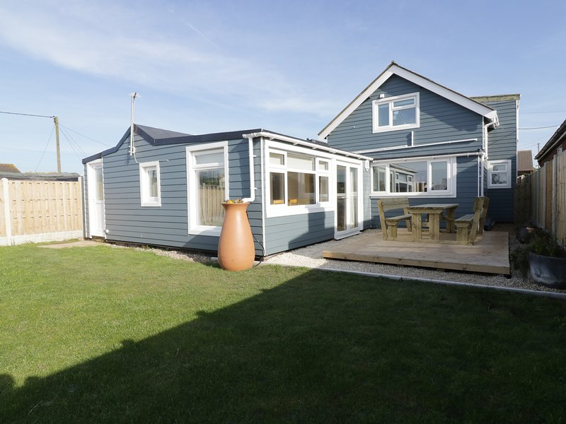 HOME TO ROOST, beach nearby, dog-friendly, child friendly, en-suite, Ref 955613, vacation rental in Stalham