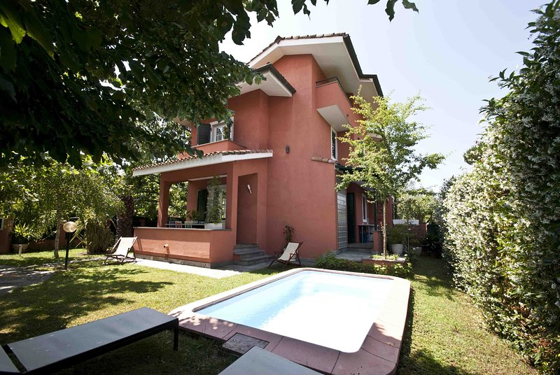 VILLA ANNA 8 pax with pool close to sea in Forte Dei Marmi, vacation rental in Forte Dei Marmi