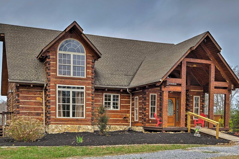 Book your Bean Station getaway at this beautiful log home by the lake.
