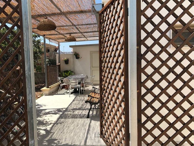 Casetta a 100m dalla spiaggia: scelta perfetta per la vostra splendida vacanza, vacation rental in Porto Cesareo