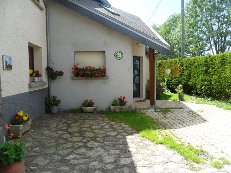 Bienvenue à tous dans notre belle Auvergne natale, casa vacanza a Ceyssat