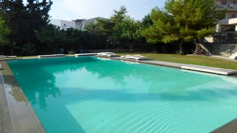 70sqm cute maisonette with pool near the beach!, casa vacanza a Voula