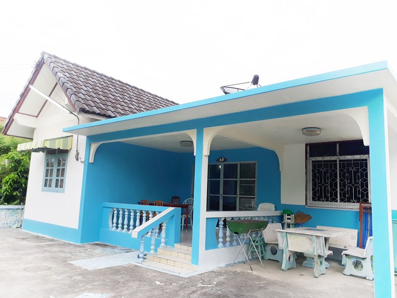 Mae Rampung Beach House 1(with private pool), vacation rental in Ban Phe