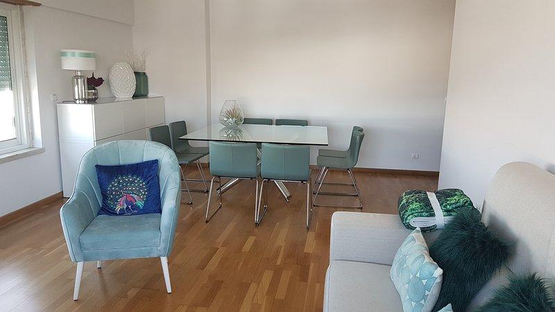 Amazing apt in Prior Velho & Wifi, holiday rental in Sacavem