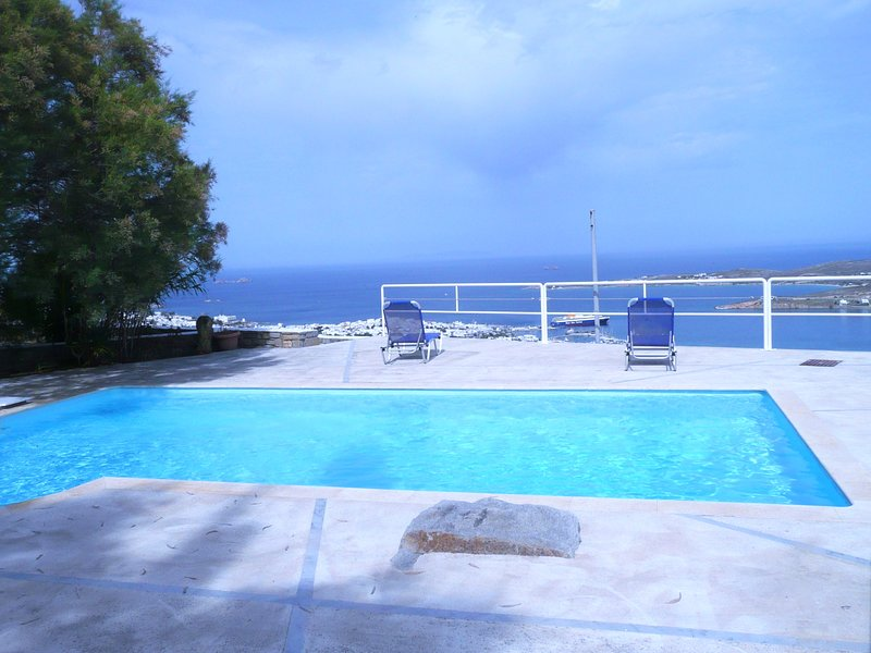 Amazing villa with shared pool, holiday rental in Agios Charalampos