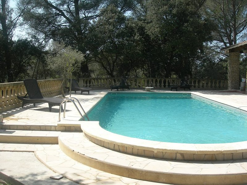 Location 2 personnes Provence piscine tennis pétanque, holiday rental in St Chamas