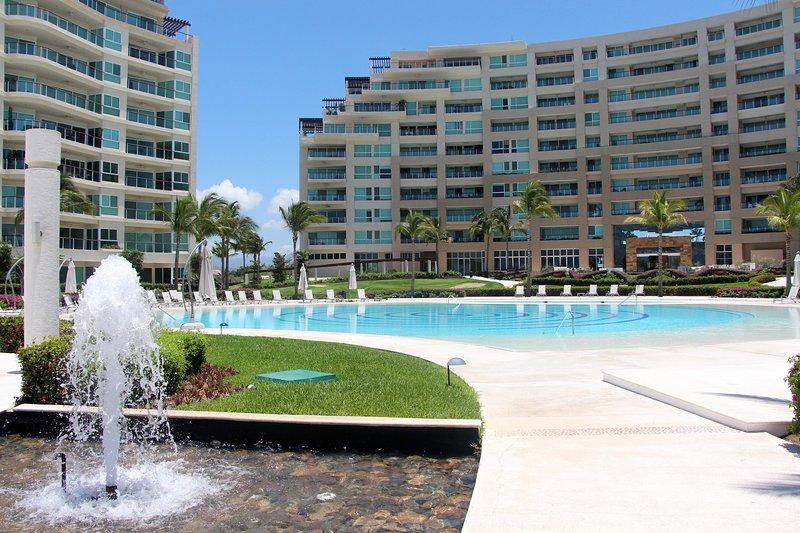 Delcanto  stunning Oceanfront Condo, alquiler de vacaciones en Flamingos