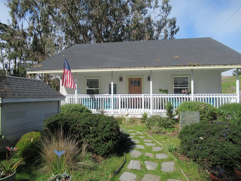 Sandy Glove Cottage Exclusive Vacation Getaway, vacation rental in Mendocino County