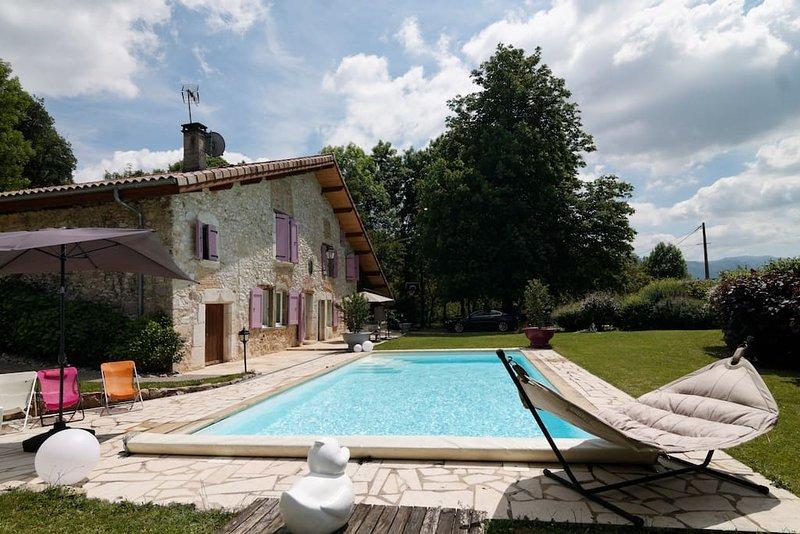 Logement calme dans vieille bâtisse avec piscine., holiday rental in La Sure en Chartreuse