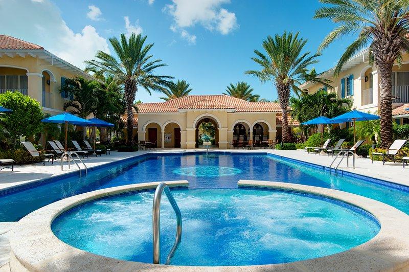 hidromasaje y zona de la piscina