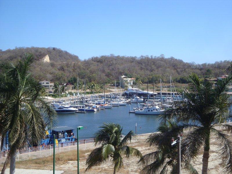 Top Floor Luxury Condo Huatulco, vacation rental in Crucecita