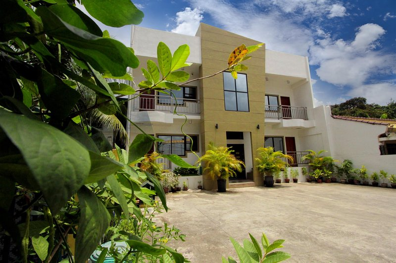 TSL Unit B Apartment -Well Furnished, vacation rental in Talisay City