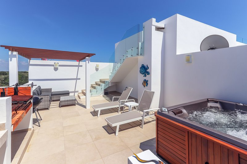 Private Terrace with BBQ and Jacuzzi Tub
