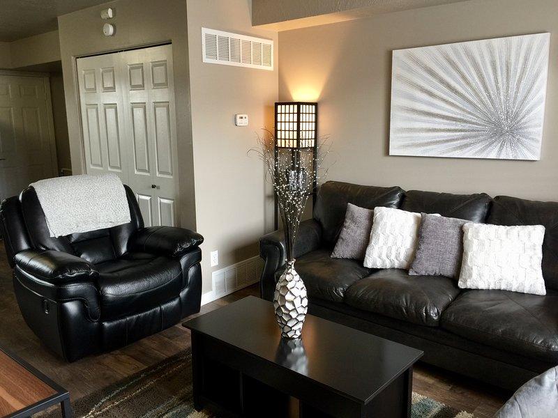 Koppla av på bekväma soffan eller liggande / gungstol.