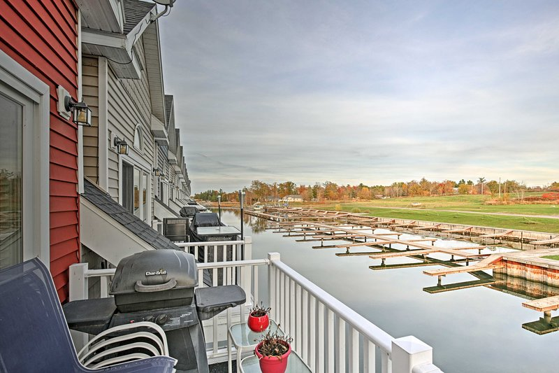 Townhome w/ Attached Boathouse on Alexandria Bay!, holiday rental in Lansdowne