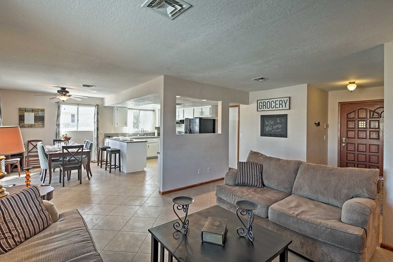 Bring your family along for a trip to this remodeled Lake Havasu City house!