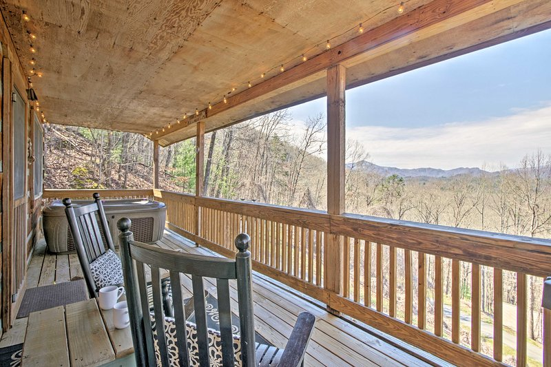 Experience the Smokies like never before from the 'Nantahala Overlook Cabin.'