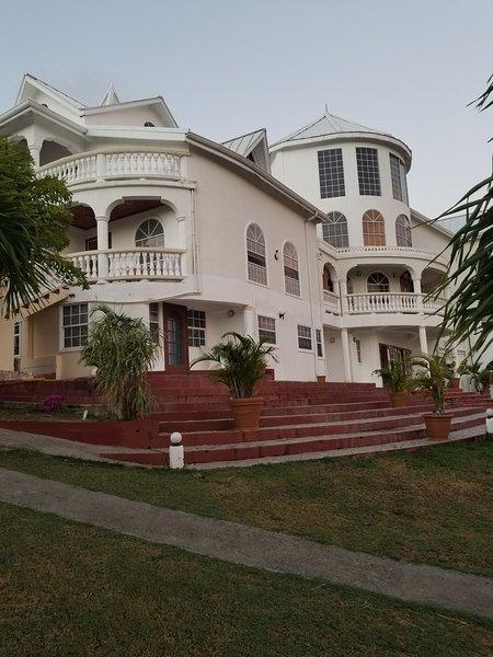 Savannes Bay Garden Inn (Bedroom 1), holiday rental in Vieux Fort