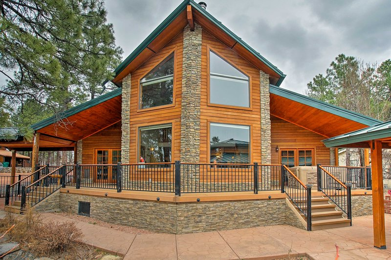 Adventure awaits you at this luxury lakefront property in Lakeside-Pinetop.