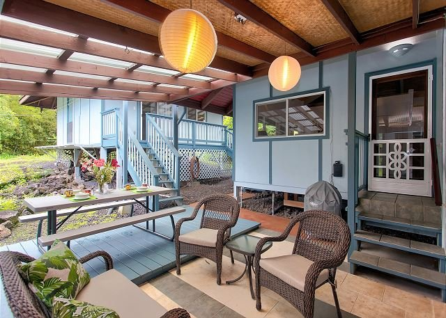 Lanai with Outdoor Dining and Seating.