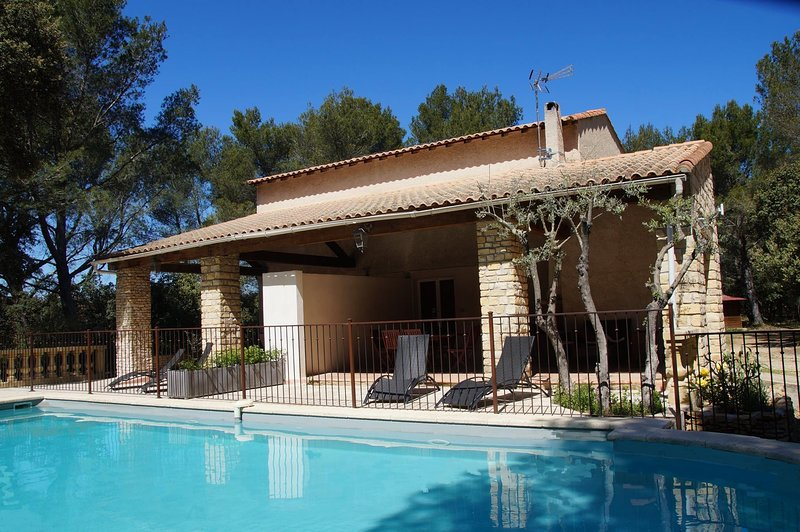 Location Provence 5 personnes Piscine Tennis Pétanque, holiday rental in St Chamas