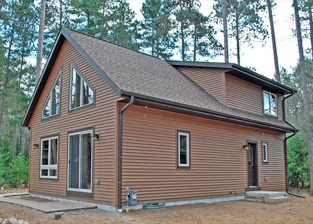 Pinehaven at Elbert's - Hiller Vacation Homes - Free WIFI, holiday rental in Lake Tomahawk