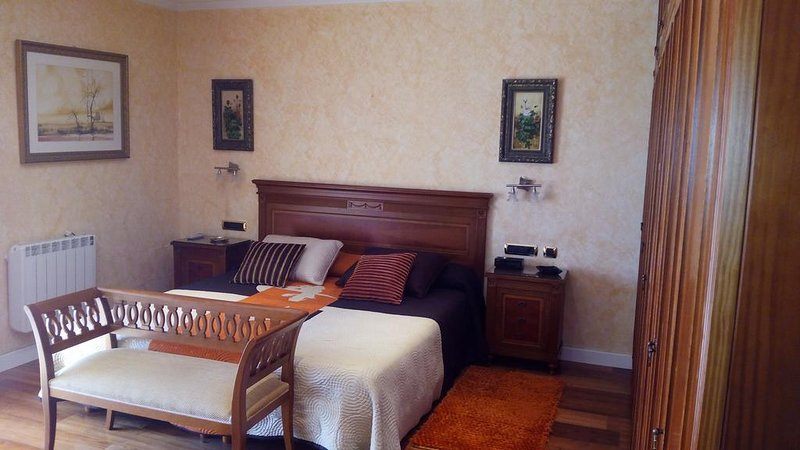 Cozy Room in a Luxury villa Tenerife Sur Nauzat, vacation rental in Las Chafiras