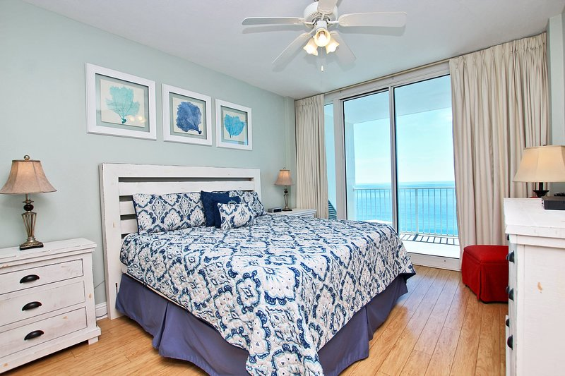Master slaapkamer met kingsize bed