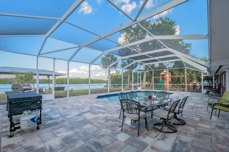 Waterfront Pool Home with Boat Dock- REAL FLORIDA!, holiday rental in Sun City Center