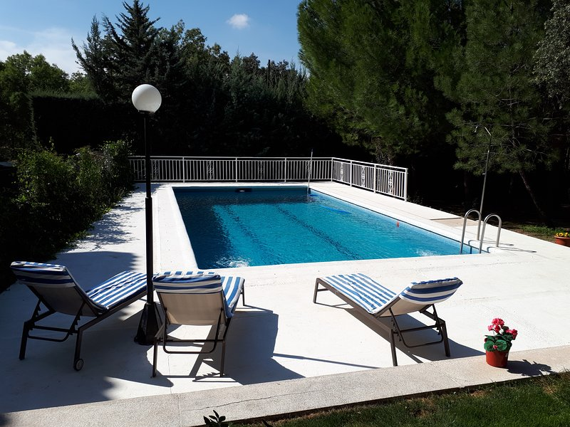 ROBERTINA HOME CASA SIERRA MADRID CON PISCINA, vacation rental in Hoyo de Manzanares