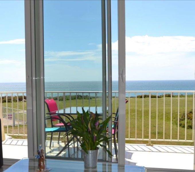 Nice apt with pool access & terrace, location de vacances à Le Pouldu