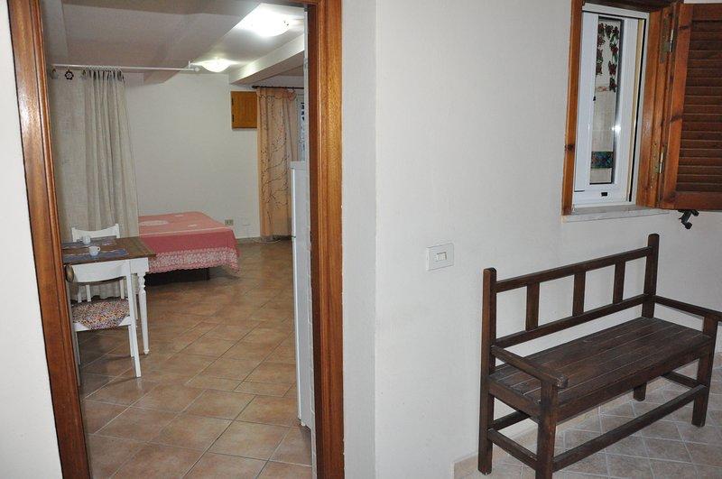 Romantico monolocale nel centro storico, vacation rental in Frasso