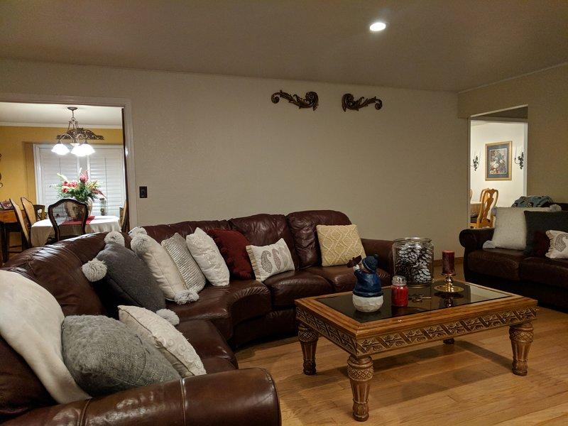 Beautiful Custom Home in Oakdale, holiday rental in Oakdale