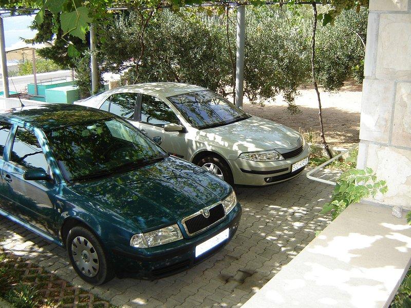 parking (maison et ses environs)