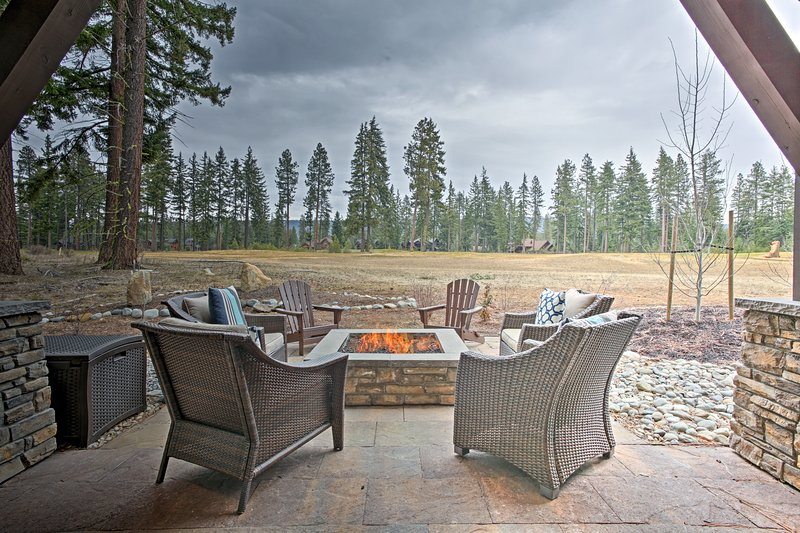 Cle Elum Home on Golf Course w/ Fire Pit & Hot Tub, holiday rental in South Cle Elum