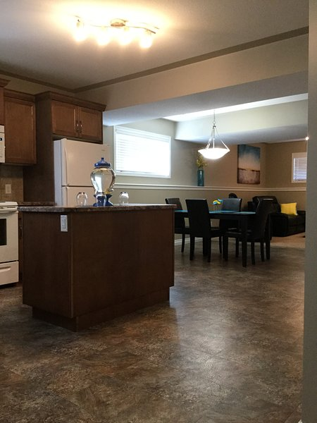 "Welcome to Your ""Home Away From Home"" in Sylvan Lake, AB !, holiday rental in Red Deer"