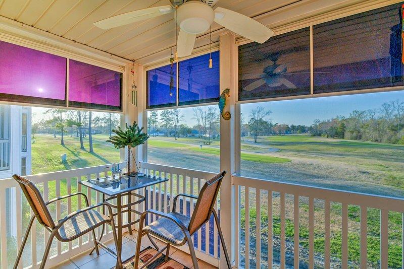 Questo 2 camere da letto, 2 home-bagno si trova proprio sul fiume Oaks Golf Course.