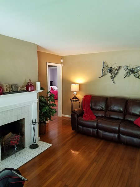 Cozy 2-3 Bedroom Home located in the City, holiday rental in Atlanta