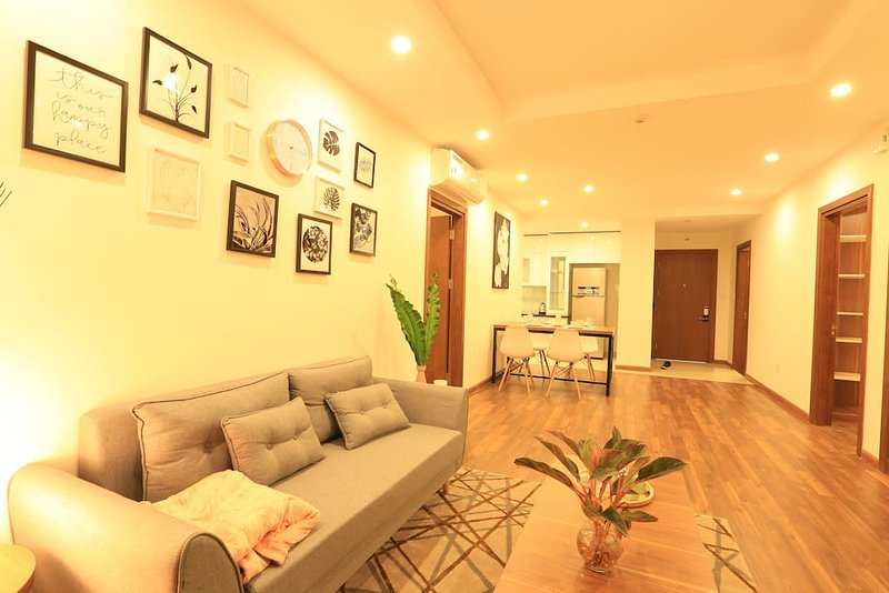 LUXURIOUS condo for group of MAX 6 with SPACIOUS DESIGN, holiday rental in Son Tay