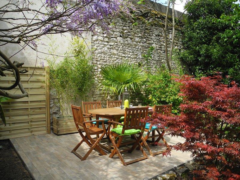 'Happy House' - Maison proche centre historique + jardin clos, holiday rental in Champigny-en-Beauce