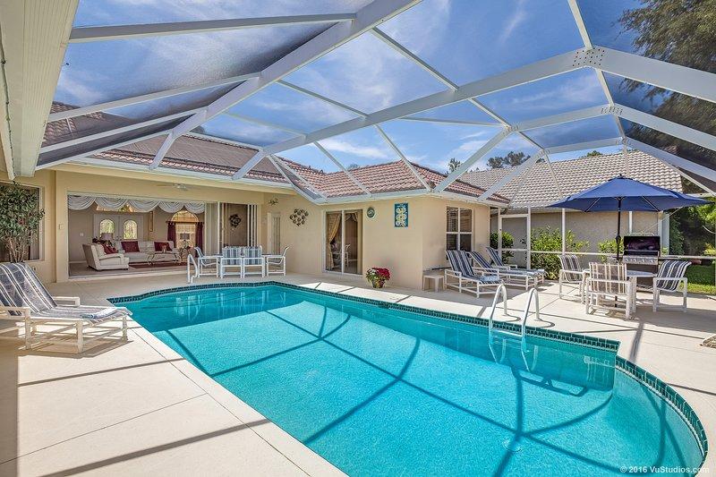 Nuestra x 30 pies de natación de la piscina extendida