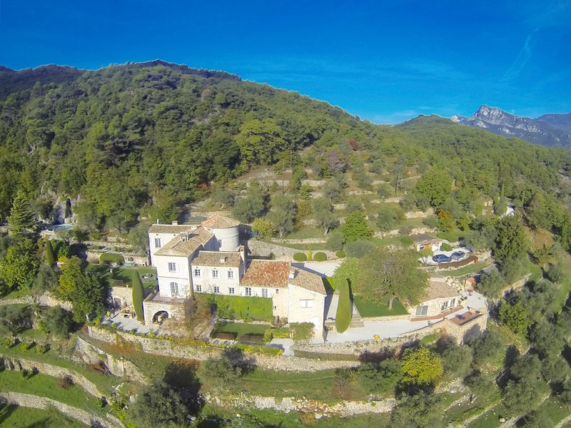 Le Broc Chateau Sleeps 14 with Pool - 5605376, holiday rental in Utelle