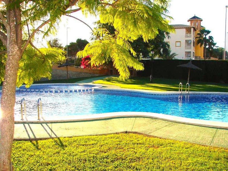 2 Bed 1st F/R Apt/ A/C / Wi-Fi / Pool - Cabo Roig, holiday rental in Villamartin