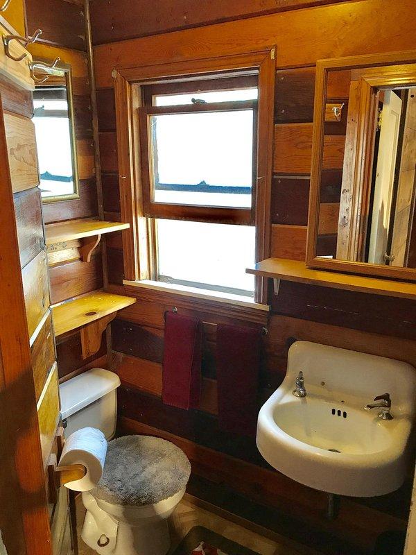 Salle de bains et douche à l'étage principal