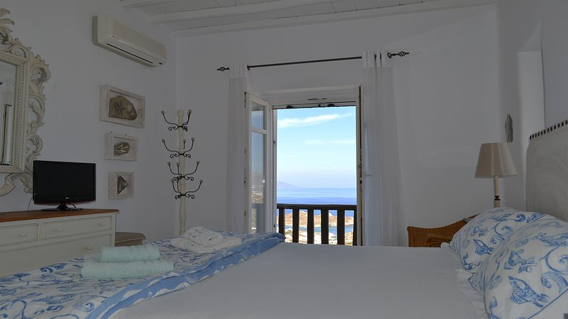 Master bedroom, sea view