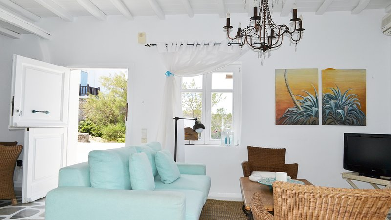 Living room, entrance