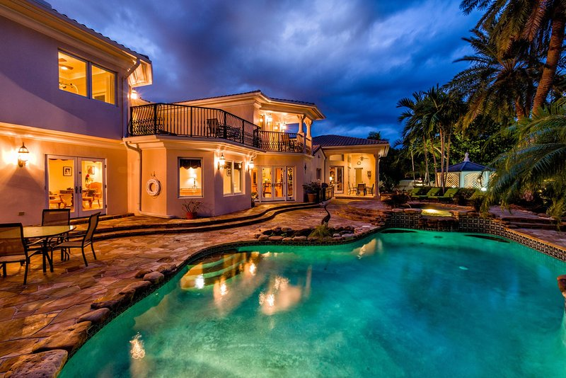 Casa De Mayan at night.  Yep, that Hot Tub is calling your name!