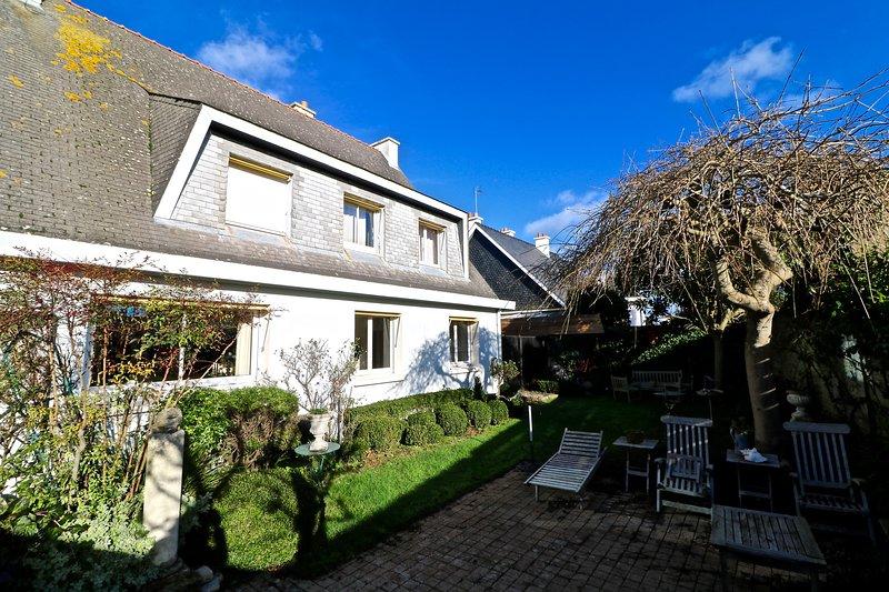 Grande maison familiale vue port de plaisance, holiday rental in Port-Louis