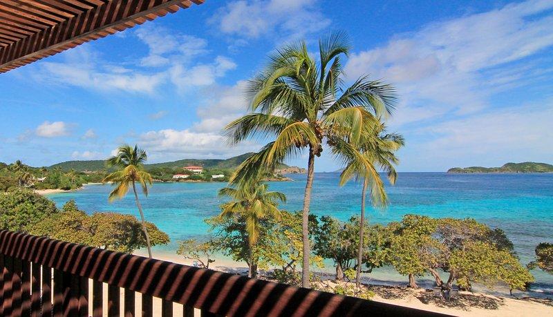 Splendida vista mare, barriere coralline e isole da due balconi e dal all'interno del condominio.